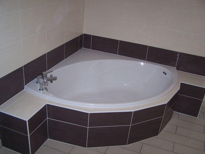Remplacement douche baignoire faience plombier avignon vaucluse - Installer une baignoire d angle ...